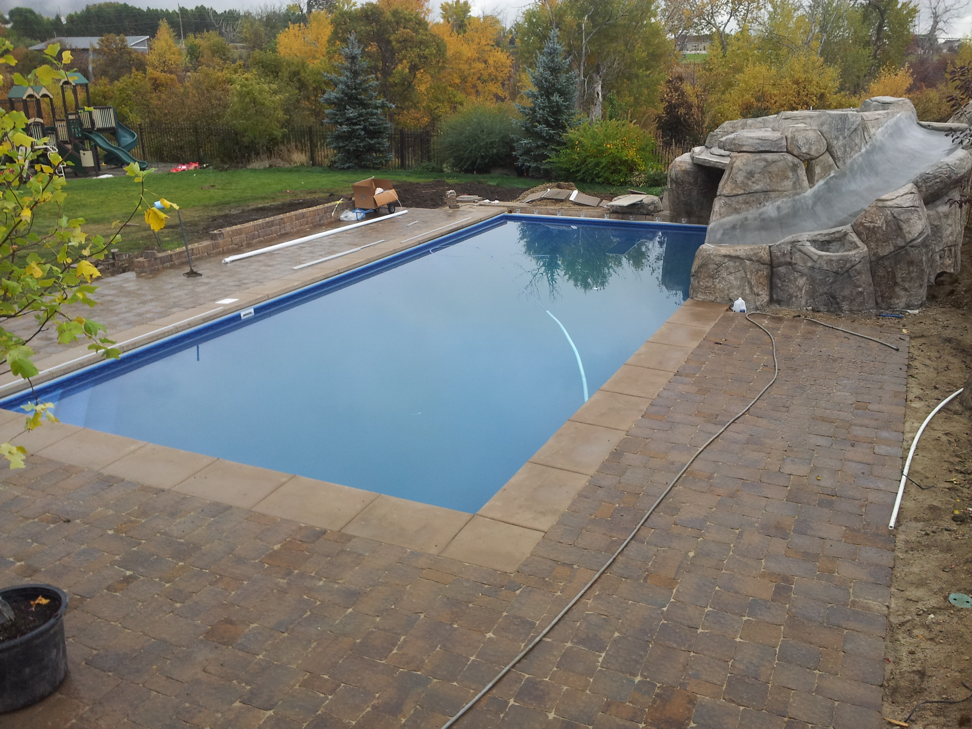 Pavers around pools paver patios paver walkways paver for Swimming pool design utah