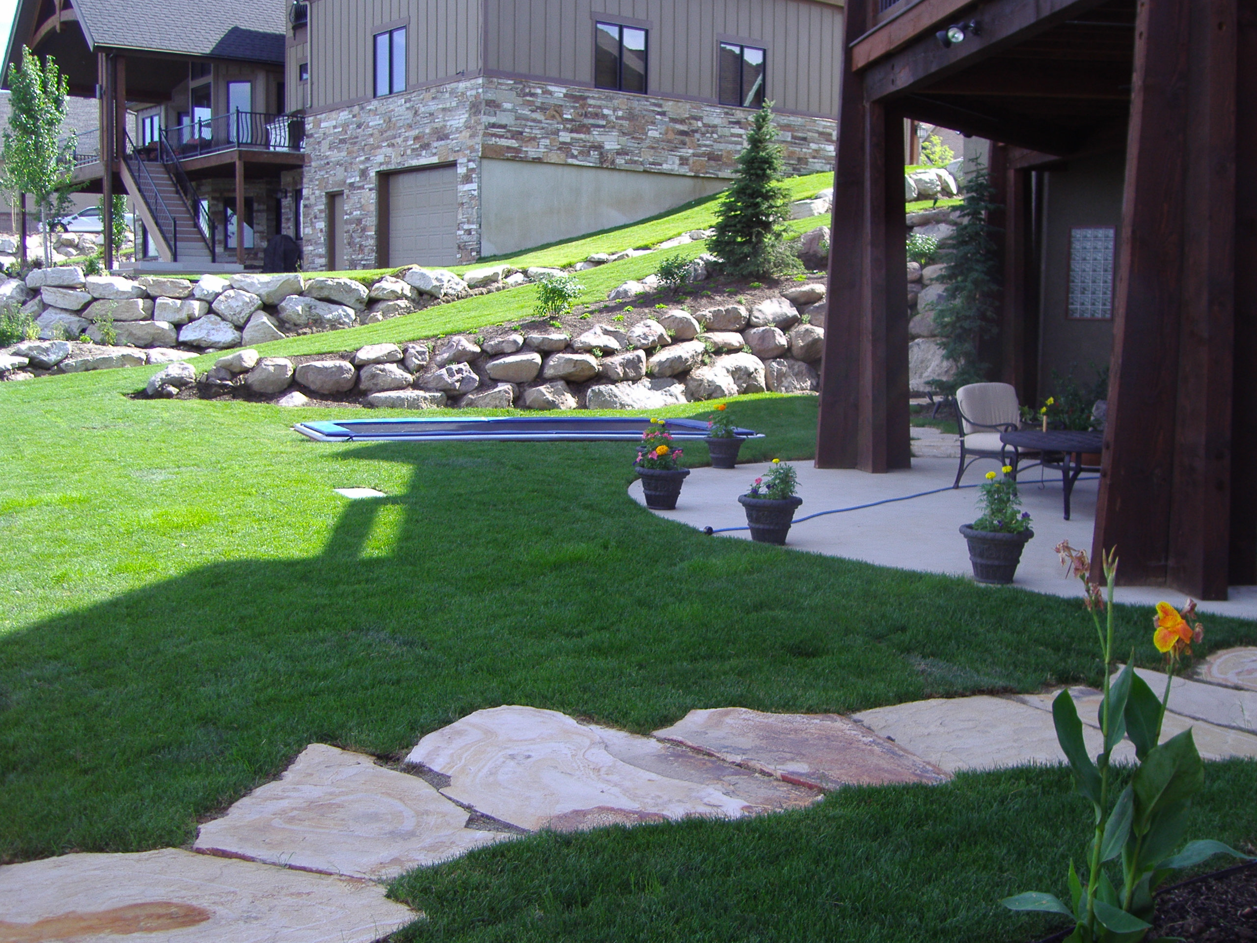 Ideas 4 you pools and landscaping ideas midwest sports - Practical ideas to decorate front yards in the city ...